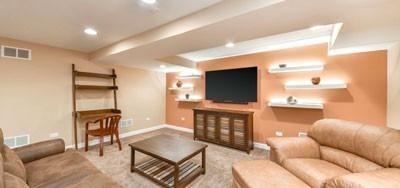 Покраска комнаты оранжевой краской